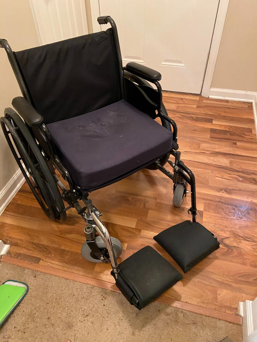 Photo 2 of Invacare SRX 5 wheelchair