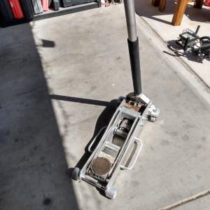 Photo of Two (2) ton Truck Jack