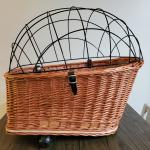 Wicker pet carrier for bicycle