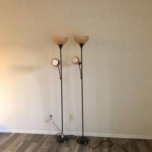 Photo of 3 pedestal lamps