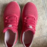 girl's shoes(12-2 size), toys