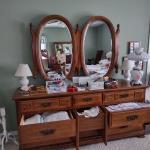 Dresser w/Twin Mirrors!