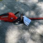 """Black and Decker 22"""" Electric Hedge Trimmer"""
