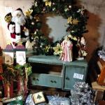 LOT 302 CHRISTMAS DECORATIONS, WREATHS AND MORE