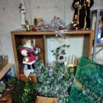LOT 301 CHRISTMAS DECORATIONS