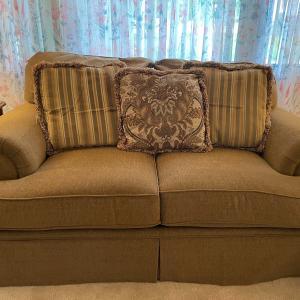 Photo of Like new sofa and loveseat set