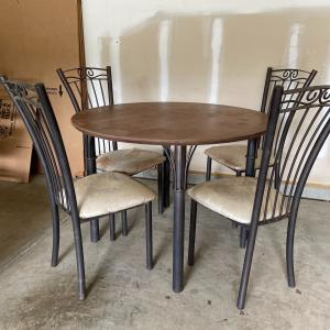 Photo of Round Table & 4 chairs
