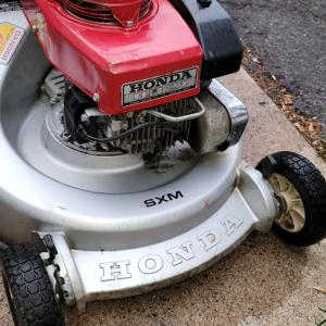Photo of HONDA  LAWNMOWER H21-CK SXM SELF PROPELLED IGNITION START CLIPPING BAG