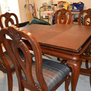 Photo of Extendable dining table with 6 chairs