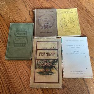 Photo of LOT 124 - Art and Literature Theme Books, Vintage, Miscellaneous (5 books)