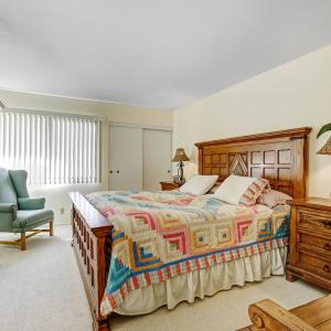 Photo of California King Bedroom Set with Amorie and Bench