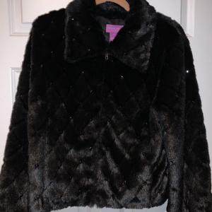 Photo of Faux fur jacket Suzanne Somers