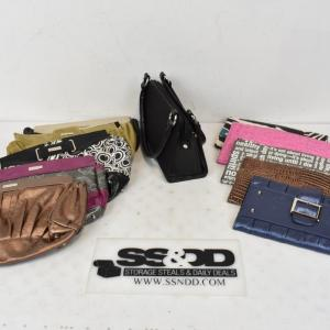 Photo of Purse with Customizable Exterior