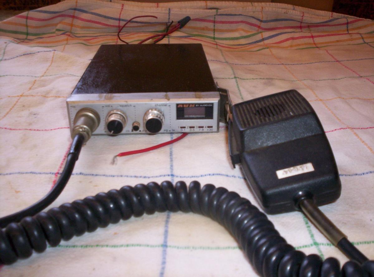 Photo 2 of Audiovox MCB-16 40 Channel C B Radio