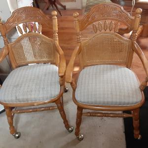 Photo of 4 dining chairs