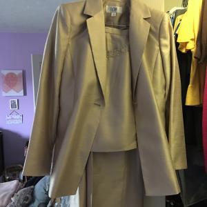Photo of Le Suit
