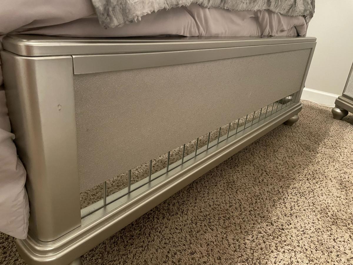 Photo 9 of Queen size bedroom set