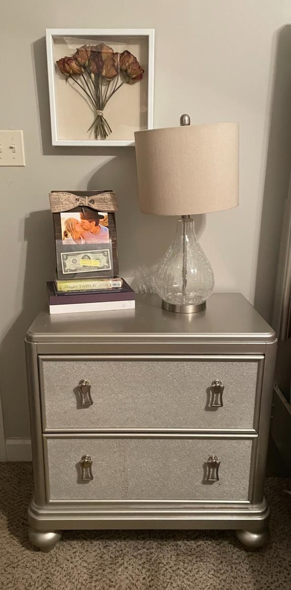 Photo 5 of Queen size bedroom set