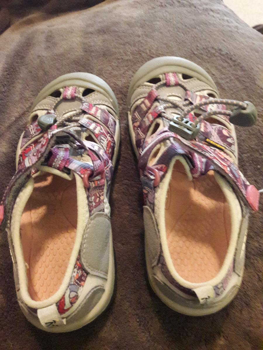 Photo 2 of KEEN Shoes/Sandals for girls