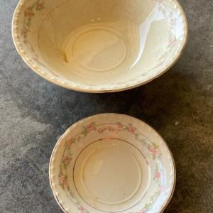 Photo of Vintage 2 piece matching bowls