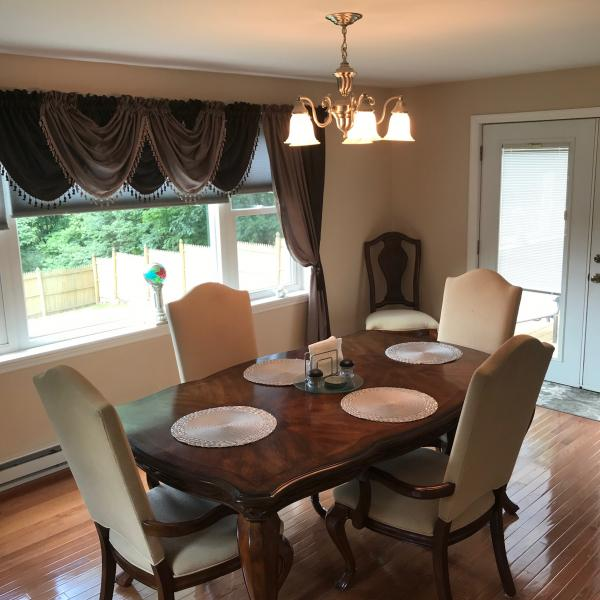Photo of Dining Room Table 2 leaves & 6 Chairs