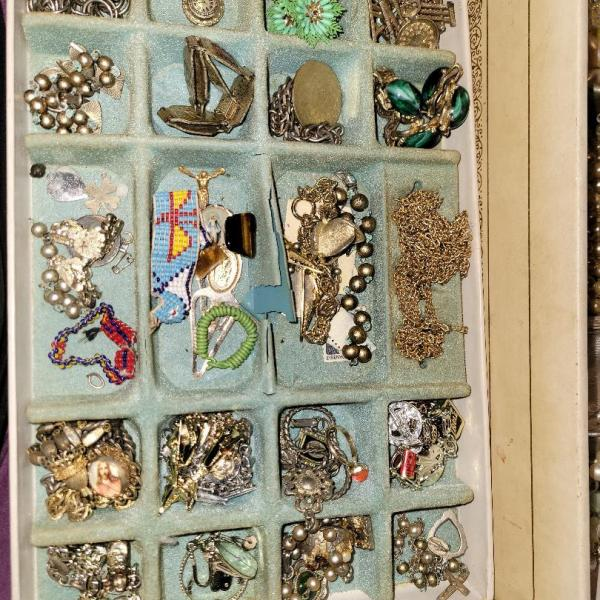 Photo of GARAGE SALE-100s of pcs-COSTUME JEWELRY ESTATE-Artwork-Flatware-Bags (bayside