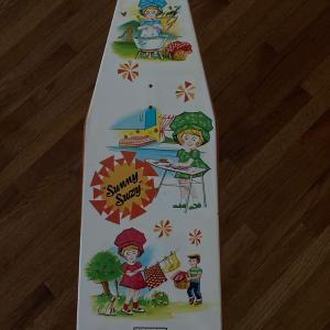 """Photo of Wolverine Toy metal ironing board """"Sunny Suzy"""" No 28"""