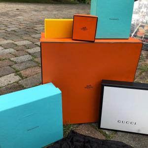 Photo of Gift boxes & cloth bags & 2 shoe horns