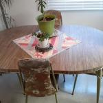 Dinning table, 4 chairs, two leaf's