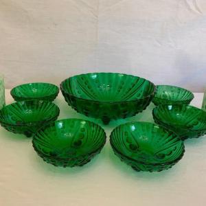 Photo of VINTAGE 1940s Anchor Hocking Depression Glass Emerald Green Burple Berry Bowls