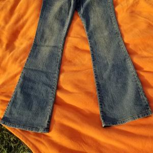 Photo of NEW RETRO JEANS; stone washed ; Women