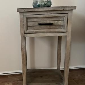 Photo of 1 End Table very cute