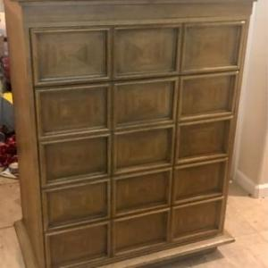 Photo of Lot 80 - Mid Century Modern Chest of Drawers/Vintage Drexel Heritage