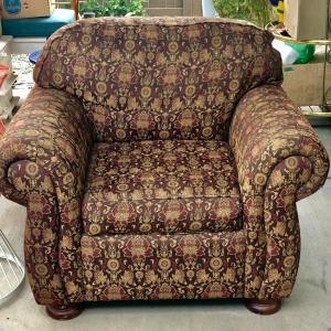 Photo of Lot 76 - Thomasville Roll Arm Chair