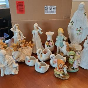 Photo of Yard Sale – Lots of Household Items
