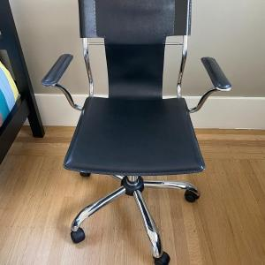Photo of Black Modern Office Chair
